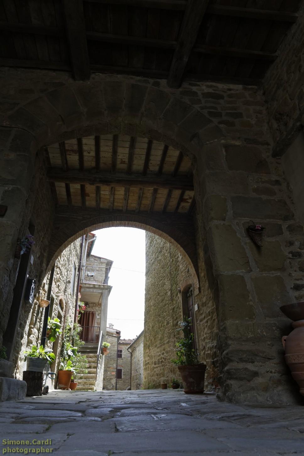 Ingresso porta medievale Poggio di Loro