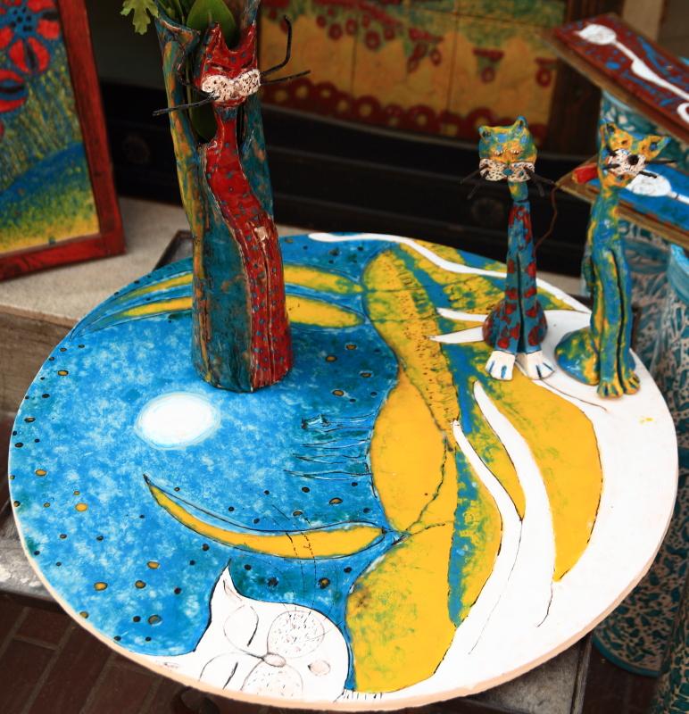 Piatto di ceramica di Montelupo colorata con gatti