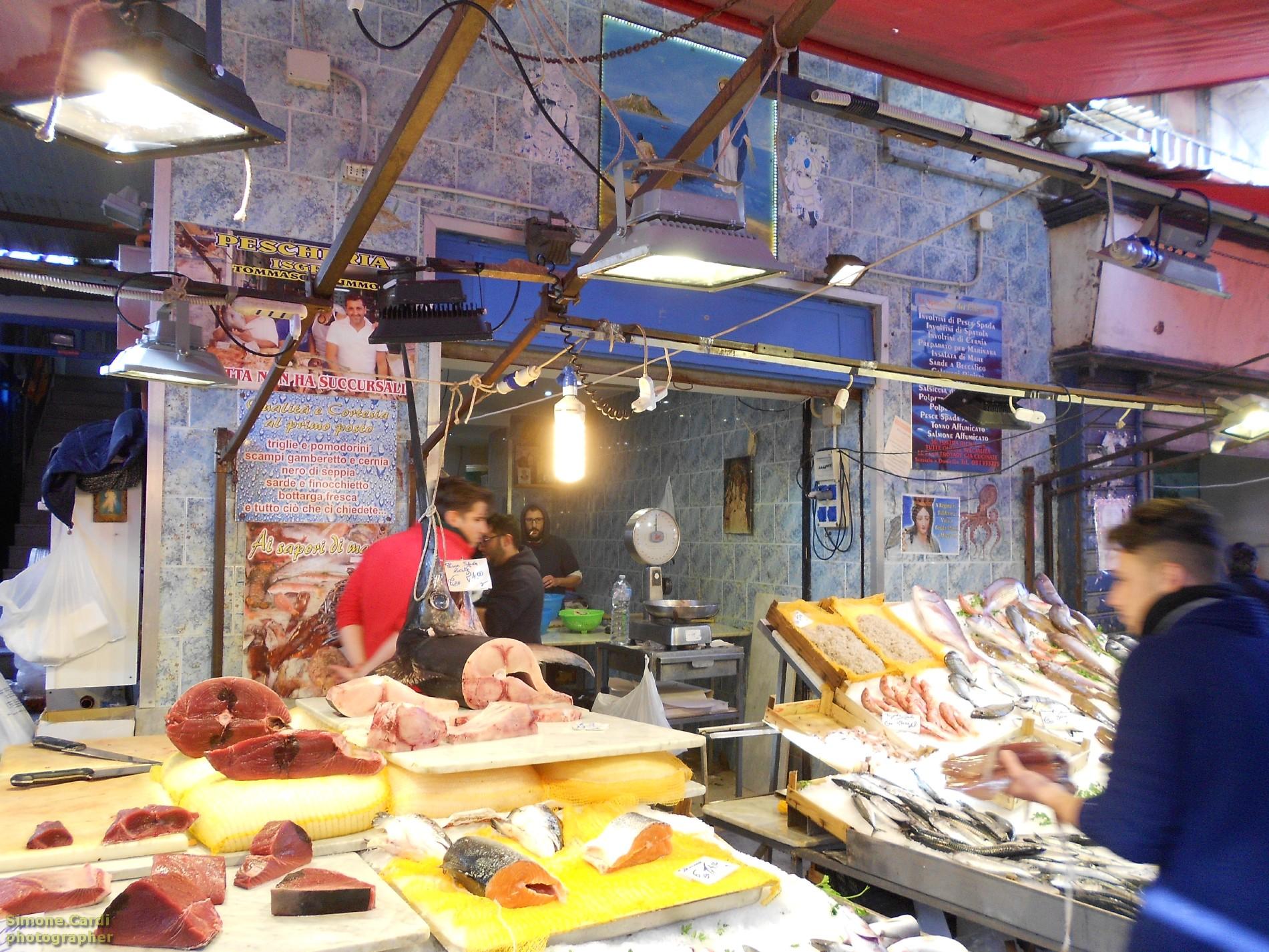 Mercato Il Capo Palermo banco di pesce fresco