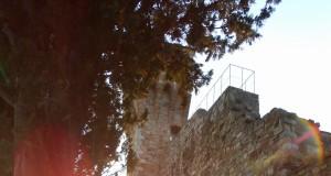San Donato in Poggio le mura al tramonto