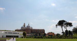 Padova la Basilica del Santo dall'Orto Botanico