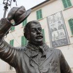 statua Peppone Gino Cervi piazza di Brescello