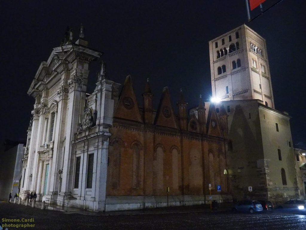 Mantova duomo foto notturna