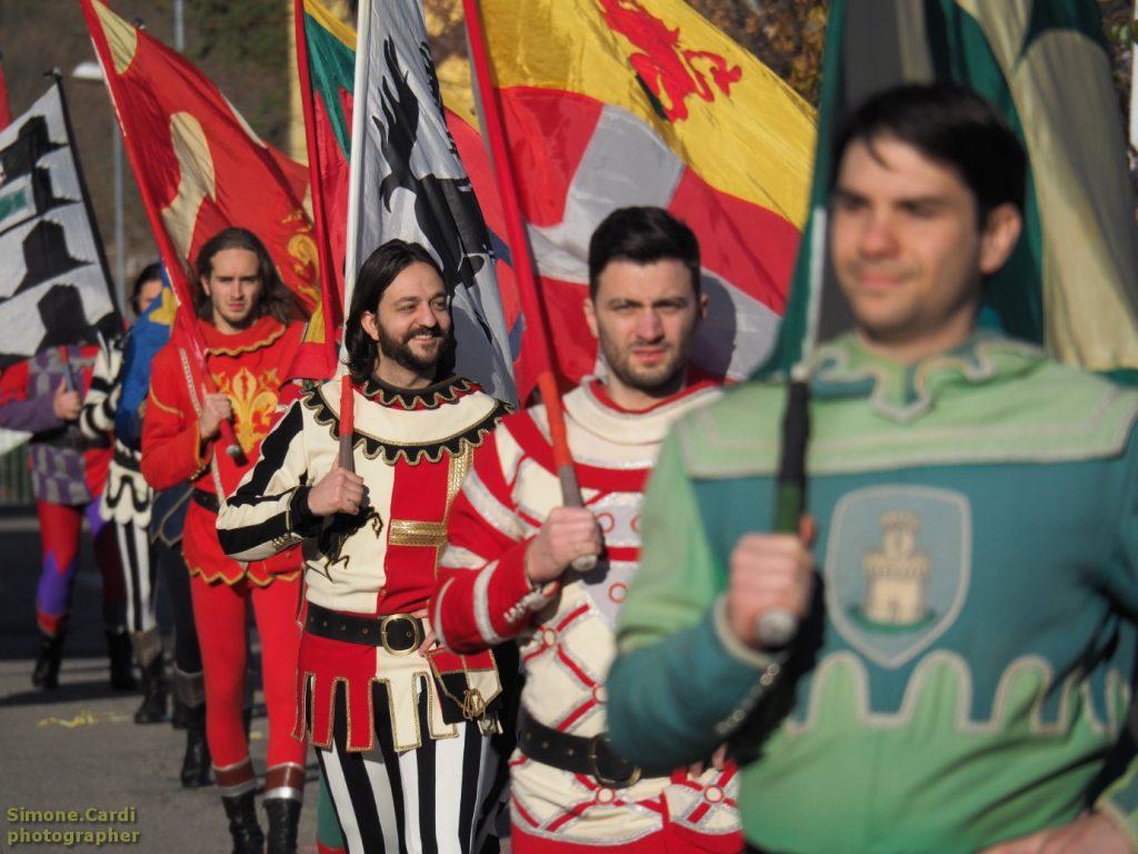 sbandieratori Giostra del Saracino di Arezzo al Carnevale di Castiglion Fibocchi